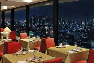 "Restaurant ""121 Dining"" offers a great view"