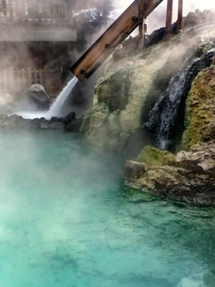 Steaming waters of Yubatake Photo by Jay Lim