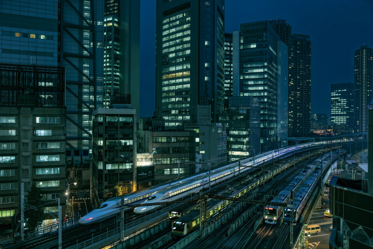 Shiodome Train Race