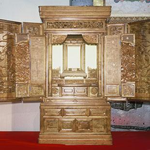 Buddhist altars
