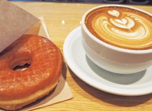 Streamer Latte and donut