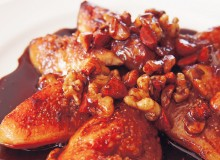 Sautéed fig and nuts with balsamic honey