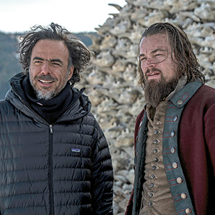 DiCaprio with director Alejandro Gonzalez Iñárritu (left)