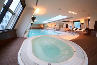 Intro Pool & Jacuzzi