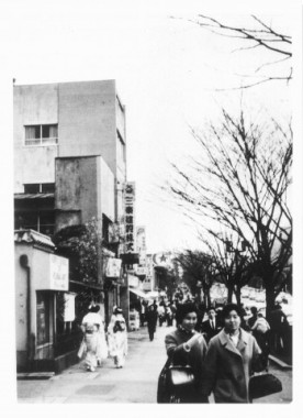 Omotesando in 1967 Photo courtesy of 白根記念渋谷区郷土博物館・文学館
