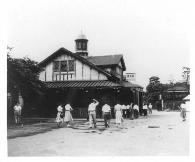 Harajuku Station in 1955 Photo courtesy of 白根記念渋谷区郷土博物館・文学館