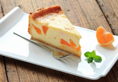 German-style cheesecake with fruit