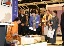 Gov. Koike at Tokyo International Forum's craft market. All photos courtesy of Tokyo Metropolitan Government