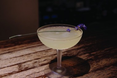 lavender cocktail Bar Qwang
