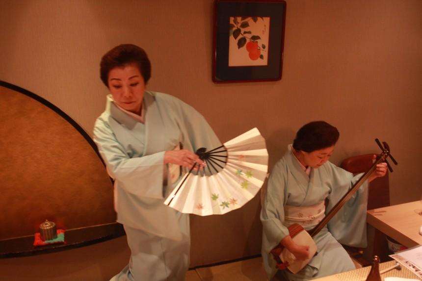 ajisen kagurazaka shamisen bar taiko haiku japanese tradition