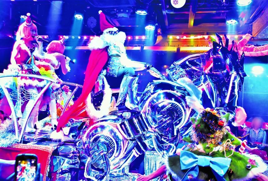 Robot Restaurant christmas show holidays new years kabukicho shinjuku